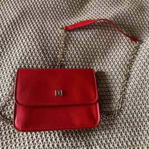 En jätte fin röd väska från don Donna