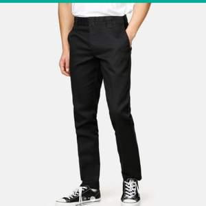 Dickies Slim fit workpant svarta i bra skick. 163kr inklusive spårbar frakt. Tveka inte att skriva om du undrar över nåt :)