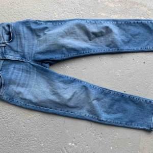 Cropped Mom jeans  Använda ett fåtal gånger, bra skick