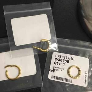Säljer oanvända septum piercingar. Guld platerade med kirurgiskt stål. Alla är 1,6mm tjocka, i höjd är de 10 mm varav en utav de runda är 12mm på höjden. En för 50 kr eller alla tre för 130 kr!