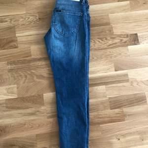 Snygga vintage jeans från Lee! Frakt 79kr. Står tyvärr inte vilken storlek, men passar mig utmärkt som är storlek 34:) Endast Swish!