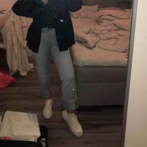 Snygga jeans från hm, storlek 26, knappt använda!  Buda!