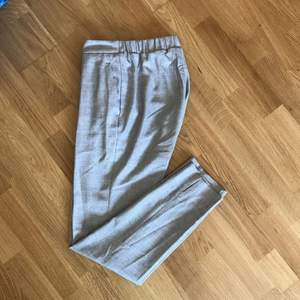 Kostym byxor från H&M!  Strl: 32 Kan mötas i Stockholm alt frakta. (Köparen betalar frakt). Endast swish