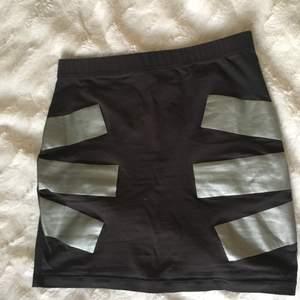 Cheap Monday kjol. Stretchy plagg som får dig att  ha en fin peach🍑 (om du inte har det redan). Säljer pga det passar inte mig längre.  Jag står för frakt🌻