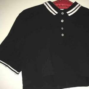 Mag-skjorta typ, är i bra skick och är skön att ha på sig.
