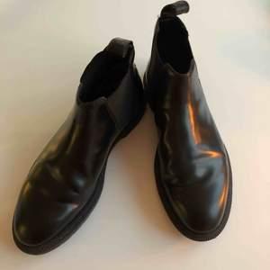 Dr. Martens Chelsea Boots Near mint condition Använda 2-3 gånger Svarta invändigt