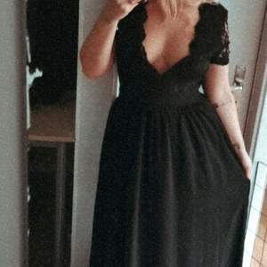 Säljer denna fina klänning från nelly. 🌸