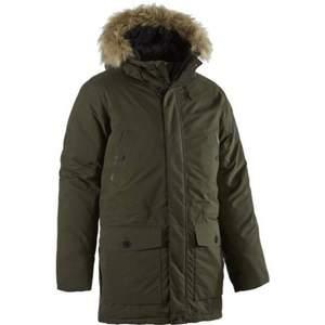 Hade denna svarta jacka förra vintern och höll värmen bra tycker jag. Väldigt mysig måste jag säga att den är. Den har även fickor och är mycket jacka för pengarna. Den är i bra skick och har inte hoppats omkring i snön med :) kvitto finns även!   Kan frakta och mötas upp📩