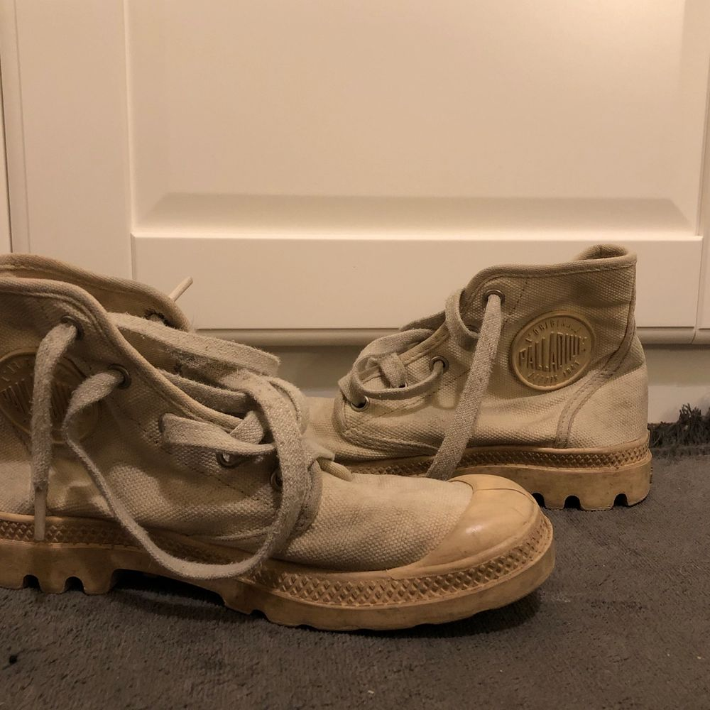 Skor från palladium i storlek 37!. Skor.