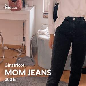 Svarta urtvättade jeans från Ginatricot. Str:34 men känns som 36. Använda några gånger men fortfarande bra skick✨ om ni har frågor eller är intresserade så kan ni skriva till mig😉  pris kan diskuteras. Ny pris 600