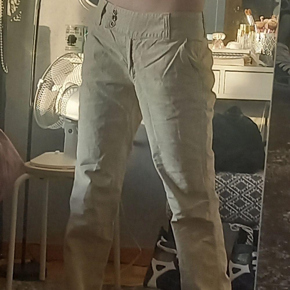 Jätte fina beiga byxor, alldrig använda men köpta på plick❣. Jeans & Byxor.
