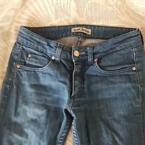Jättesnygga vintage acne jeans från början av 2000- talet! Saknar defekter helt och hållet! Frakt ingår i priset♡