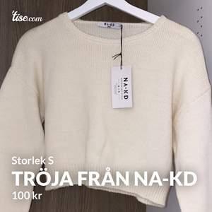 Superfin croppad tröja från nakd i storlek S. Säljer den för den var lite för stor för mig och den är endast testad. Frakten kostar 50kr 😊