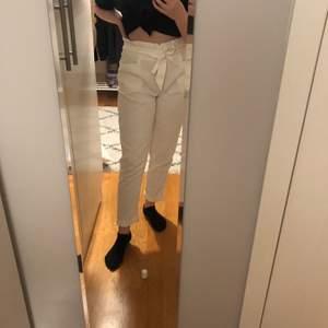 Fina kostymbyxor från Zara. Inga fläckar eller något liknande. Kan frakta eller mötas upp i Uppsala. Inte heller genomskinliga