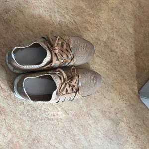 Pusha T gjorde skor med adidas. Köpta för 2000kr på shelta some time ago. Pris kan diskuteras