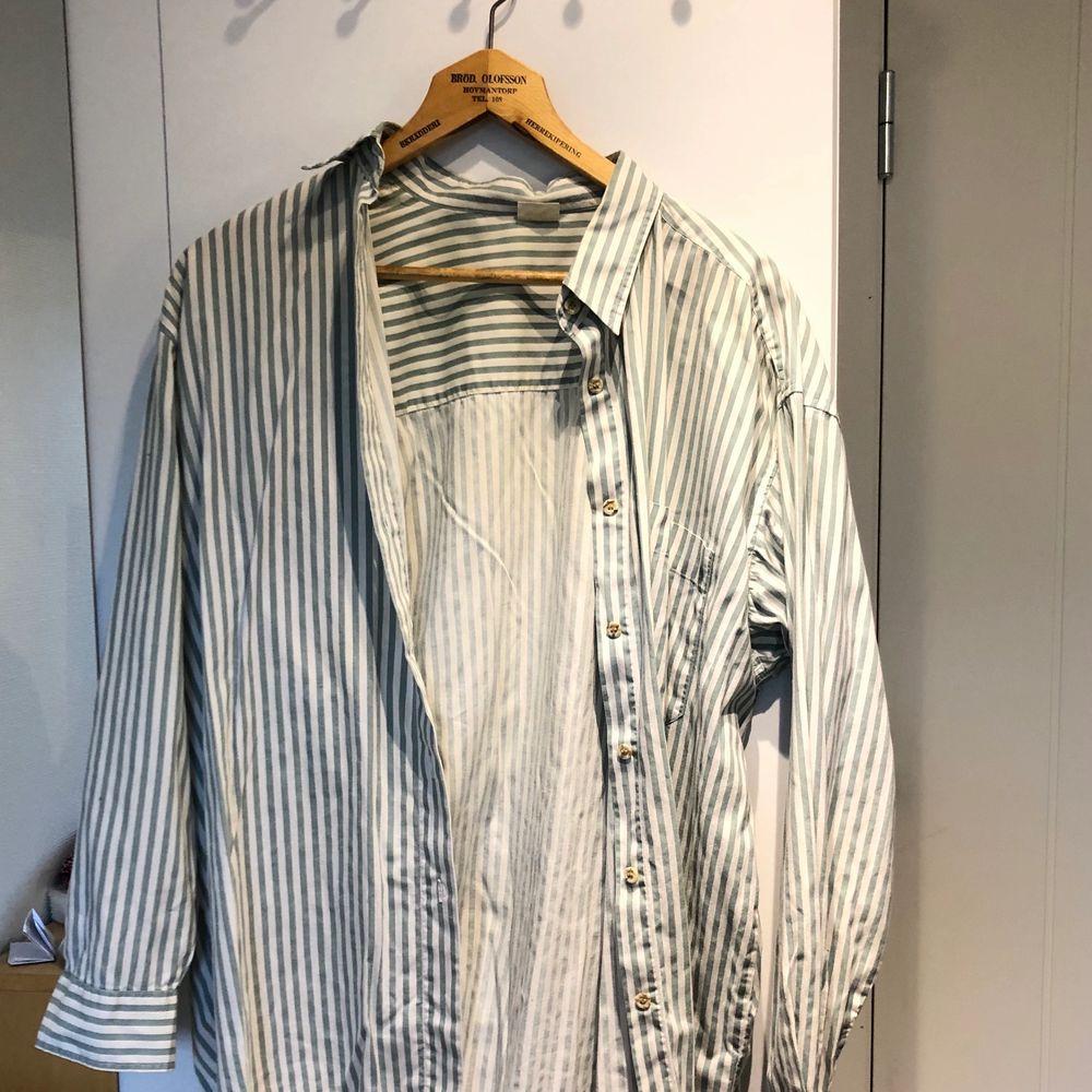 Superfin skjorta! Hör av er om ni har frågor 🥰. Skjortor.
