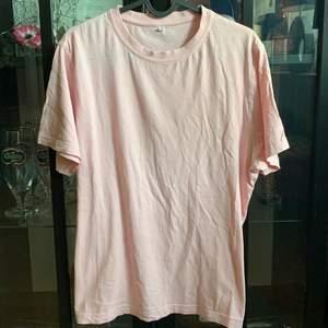 T-shit i rosa jätte fint liten i storleken 🌸