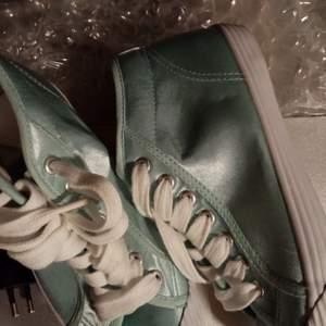 Textil skor. Helt ny