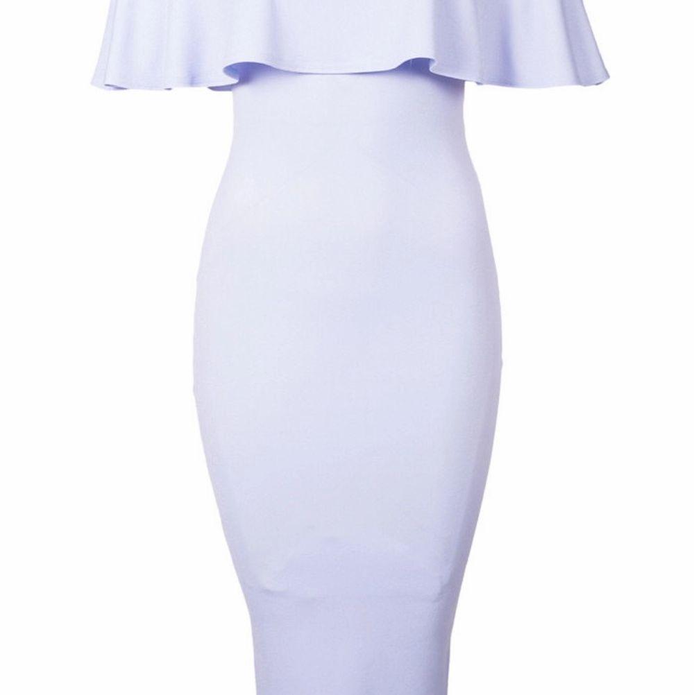 Säljer denna klänning fast i en mer rosa lila ton. Storlek XS men stor på mig, så passar dig som är. XS-S. Klänningar.