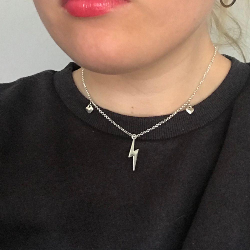 Halsband 69kr/st frakt 11:-. Accessoarer.