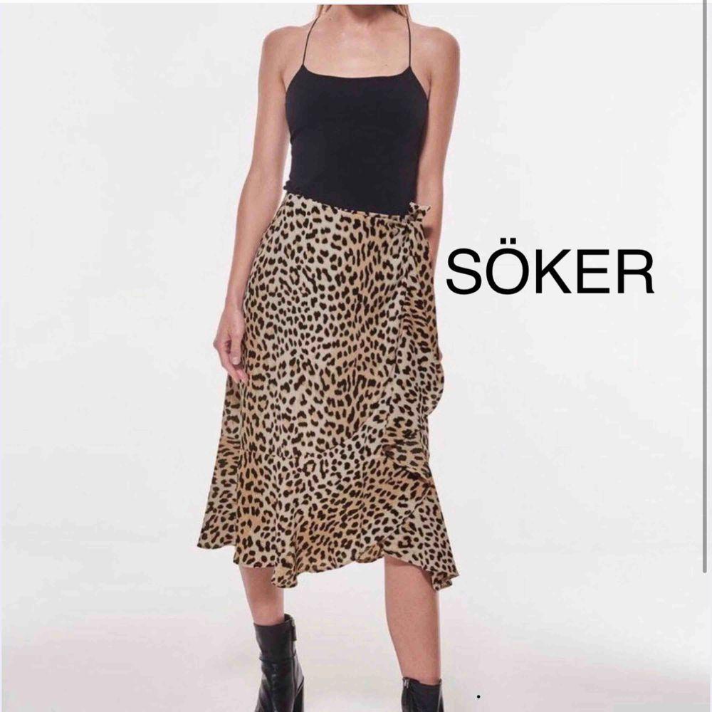 Söker denna kjol från Gina strl xs-s, skriv gärna om ni säljer denna eller en likande kjol. ☀️. Kjolar.