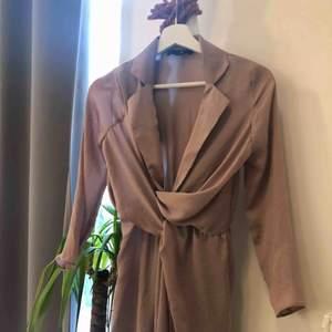 Fin klänning i xs, ifrån missguided