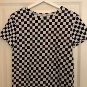 T-shirt från vans, stl S Köptes här på plick men då var den inte mycket använd, och jag har inte heller använt den mycket, fint skick. Köparen står för frakten!