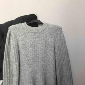 Grå stickad tröja från H&M i jättebra skick.