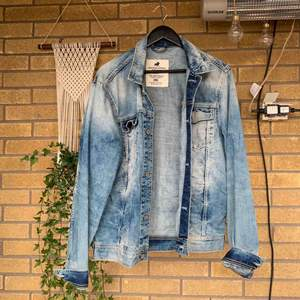Jack and Jones jeansjacka. Säljes för att den är för stor.