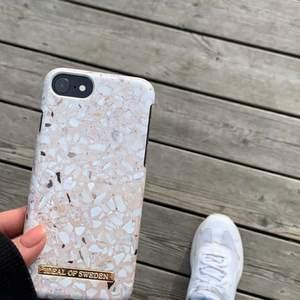 Säljer ett iPhone 7/8 skal från ideal of sweden✨ skalet är använt men fortfarande i bra skick!