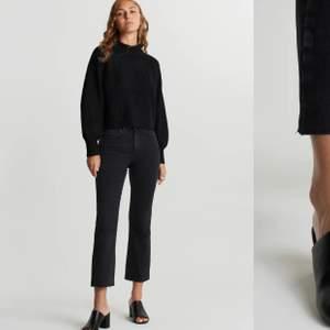 Grå/svarta kick flare jeans ifrån Gina Tricot. De är alltså kortare i modellen med slitningar längst ner. Storlek 38. Pris kan diskuteras, köpare står för frakten💕