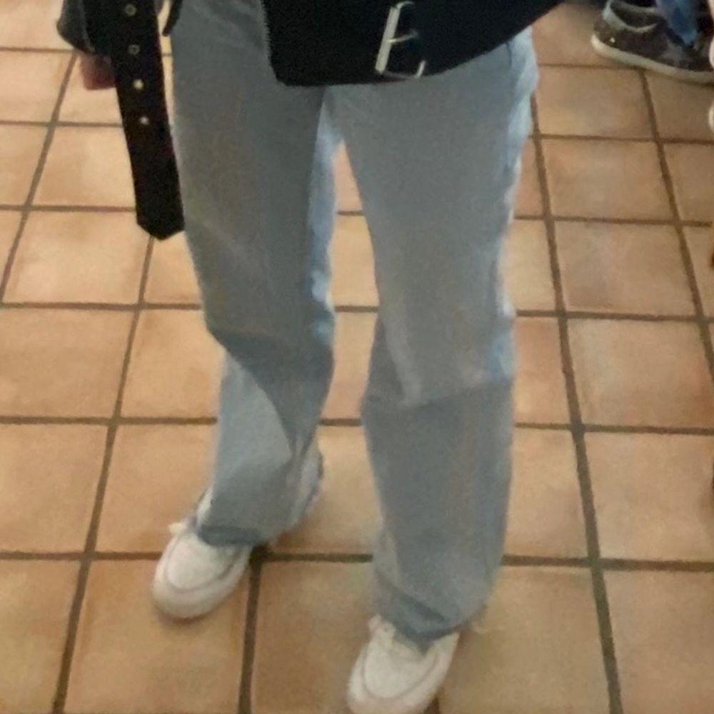 Säljer nu en av mina absoluta favorit byxor då de tyvär börjar bli för små för mig. Det är väldigt långa (även på mig som är 170) men det går och klippa dom och är även meningen att man ska kunna göra det. (Köparen står för frakt) . Jeans & Byxor.