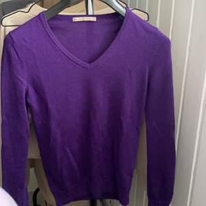Jättefin o JÄTTEMJUK  v-ringad tröja, tyvärr aldrig kommit till användning 🥺