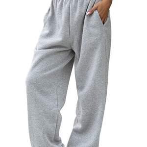 Snygga byxor köpta på amazon säljs vidare pga att de är för korta!De är i strl M men om man är ganska lång och vill att de ska sitta som på bilden passar de nog mer någon som är S/XS.Säljer för lite mindre än det pris jag köpt för, de är helt nya!