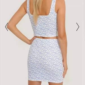 Säljer denna kjolen, helt ny, lappen sitter kvar endast provad. 315 inklusive frakt!