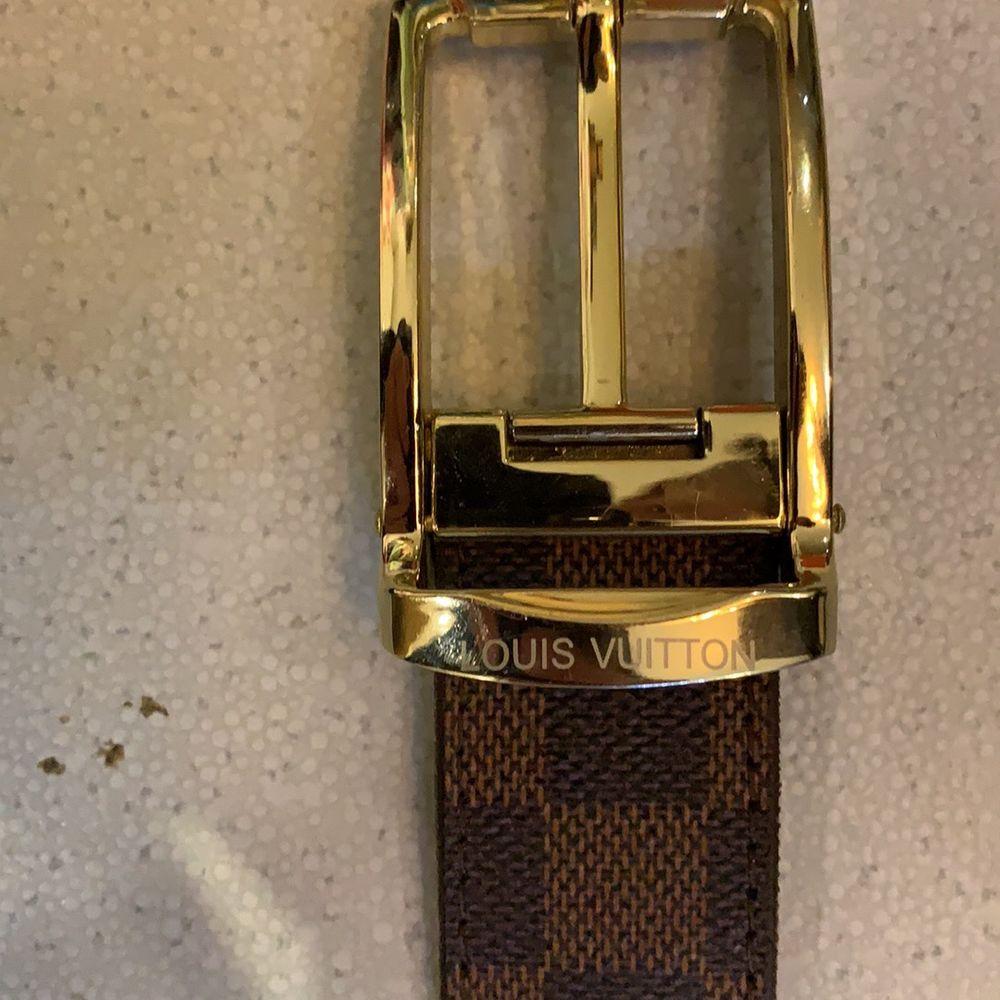 Louis Vuitton bälte i stl 90 med en extra gjort hål, köpta i en vintage butik i Florens Italien. Finns tyvärr inget kvitto. Använt endast 1 gång . Accessoarer.