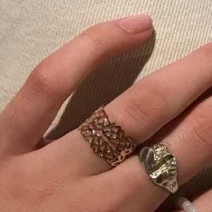 Söt roseguld ring, vet inte vad det är för material tyvärr😴😴 justerbar storlek