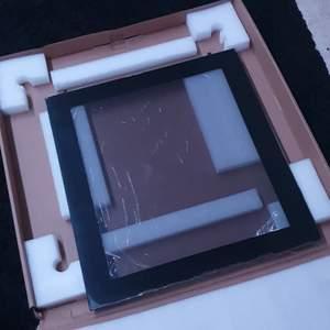 Glaskiva till dator, 800 kr eller kom med bud, oanvänd pga för stor