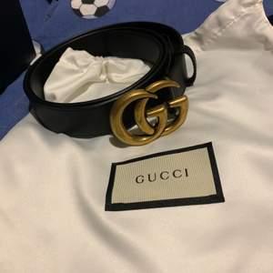 Säljer ett nyköpt Gucci bälte tillsammans med boxen dust bagen har även kvitto