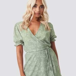 Så så fin klänning från NA-KD, strl 36, är i nyskick då jag köpt fel storlek🥴💞