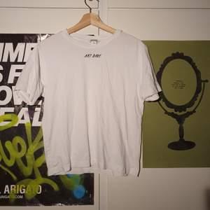 Snygg vit t-shirt med citatet