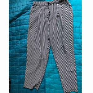 """Black and white stripped trousers from Monki, size 36, with pockets and one """"fake"""" pocket on the back, very comfortable! Not tight"""