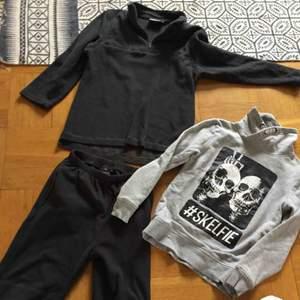 Härligt klädpaket använt av en tuff liten grabb som vuxit tok snabbt fleece setet är stl 140/150 men mer 145/152 och tuff tröja hm stl 146/152 fint skick