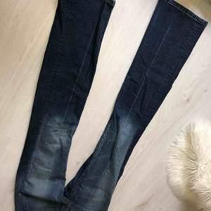 Osäker på storlek men tror det är S Bootcut jeans + frakt