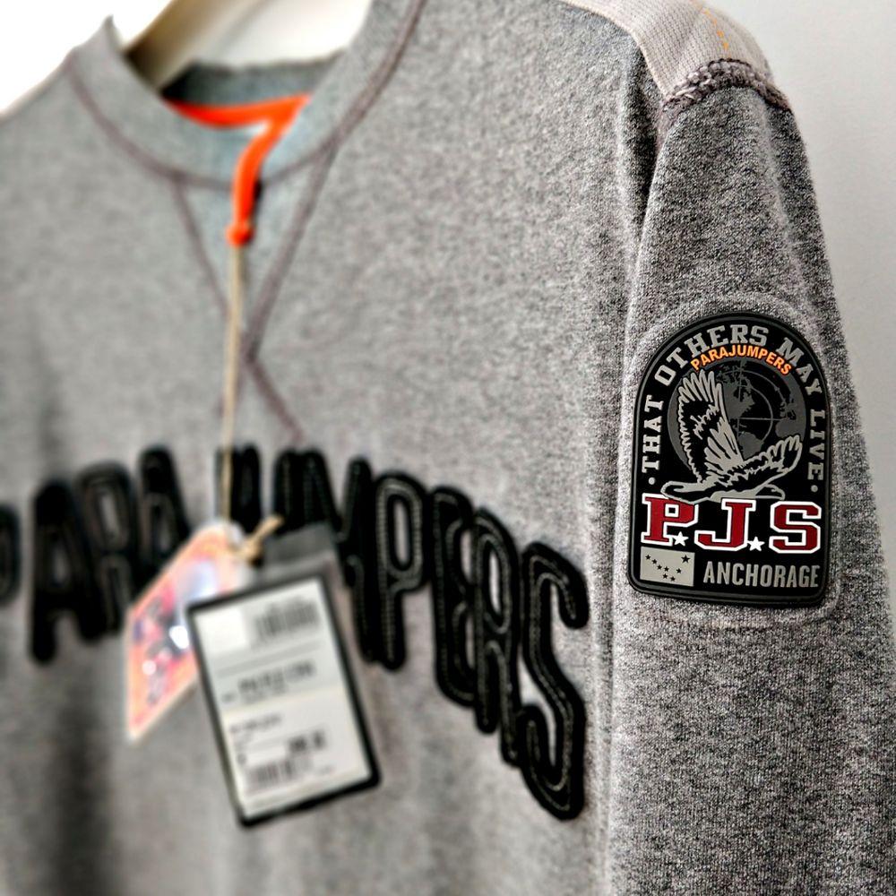 PJS-tröja som är i