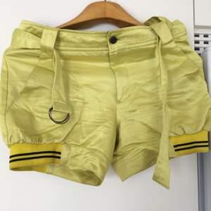 Psycho cowboy brand shorts i stl m.55% bomull,45% viskos.