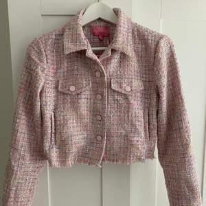 Söt jacka från Dolls Kill 💗 Säljer då jag aldrig använt den. Nypris 700 kr.
