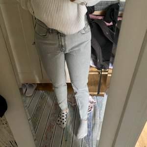 Slim fit jeans i en ljusgrå färg🤍 strl 40 oanvända