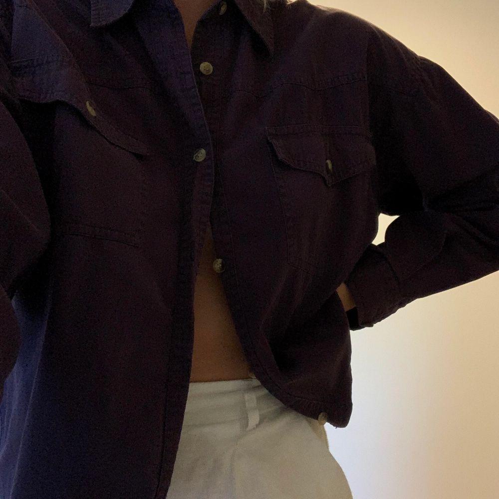 En härlig och unik skjorta som även går att använda som jacka 💓. Skjortor.