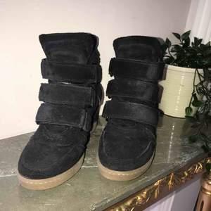 Isabel marant liknande skor, knappt använda och nypriset är 1399kr. Kan gå ner i pris vid seriösa köpare.